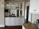<p>Bar between Kitchen & Living Room</p>